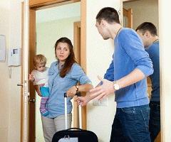 Можно ли через суд выписать бывшую жену, а детей оставить