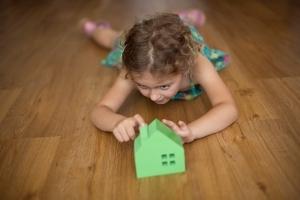 Может ли несовершеннолетний ребенок подарить свою долю в квартире