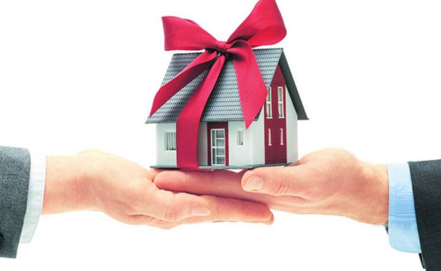 Нужно ли подавать декларацию при дарении квартиры близкому родственнику