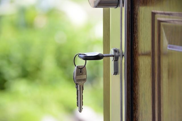 Нужен ли нотариус при дарении доли в квартире, примеры